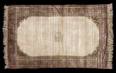 قالیچه جانمازی کف ساده سنندج قاجاریه صفر ۱۱۹۳ قمری (قرن ۱۲- ۱۵) شعبان ۱۳۴۲ قمری-قرن 14