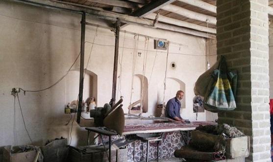 فرش سلطان آباد، ساروق و جیریا، اسم و رسمی برای خود در میان صنعت فرش کشور دارد و استان مرکزی را می توان به واسطه این صنعت، یکی از قطب های مهم فرش کشور محسوب کرد.