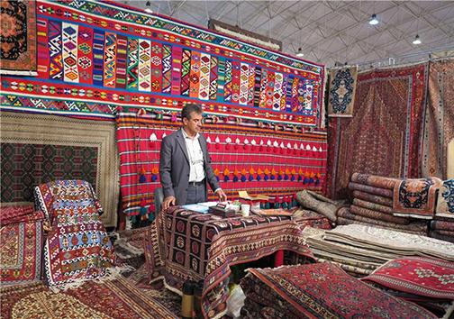 تولید بیش از ۷۰۰ مترمربع قالی دستباف در مهاباد