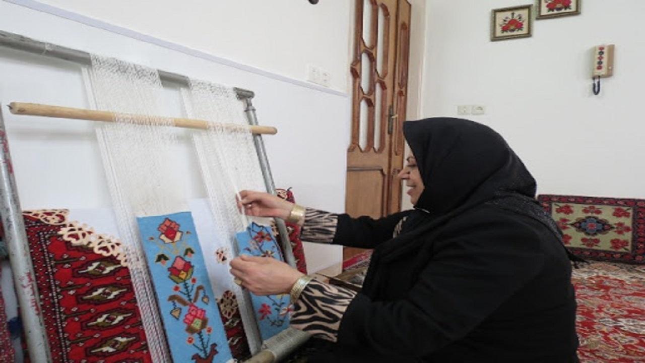 رج به رج برای حفظ روستا /قالی بافی ریک تیر و دو نشان