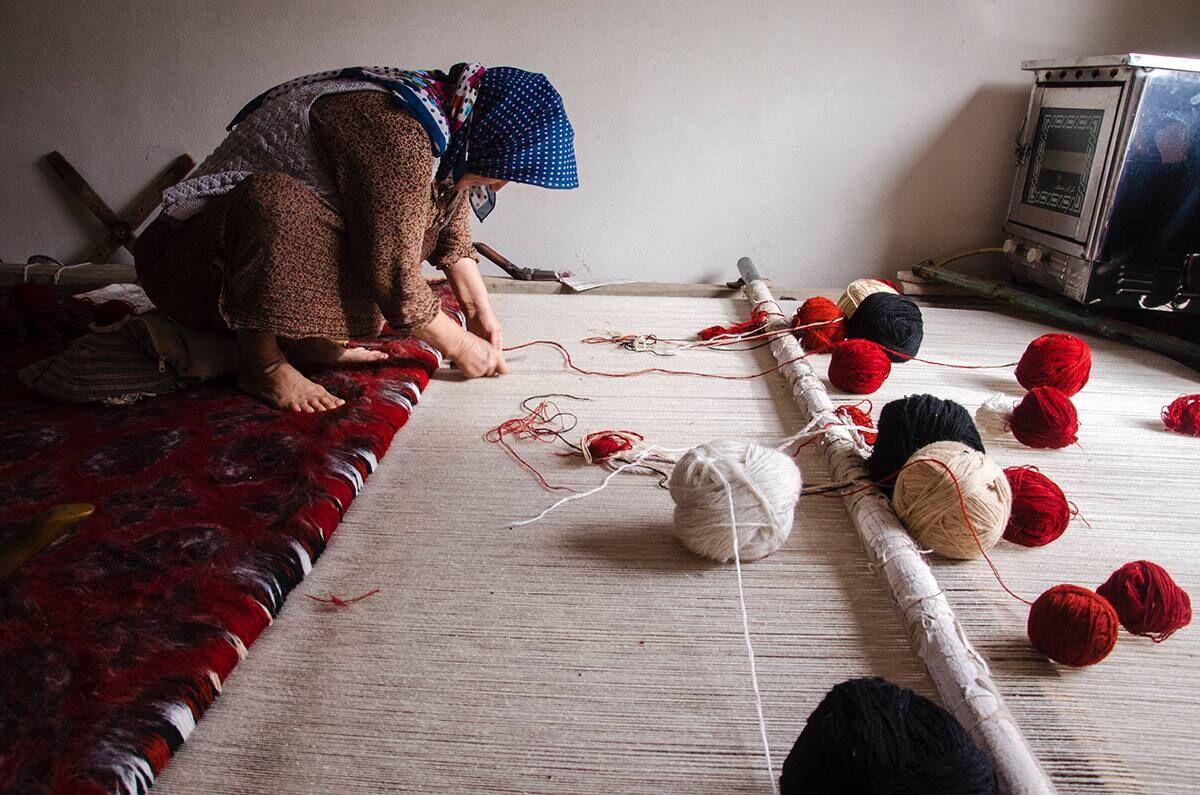 هزار و ۵۰۰ مترمربع فرش دستباف در مهاباد تولید شد