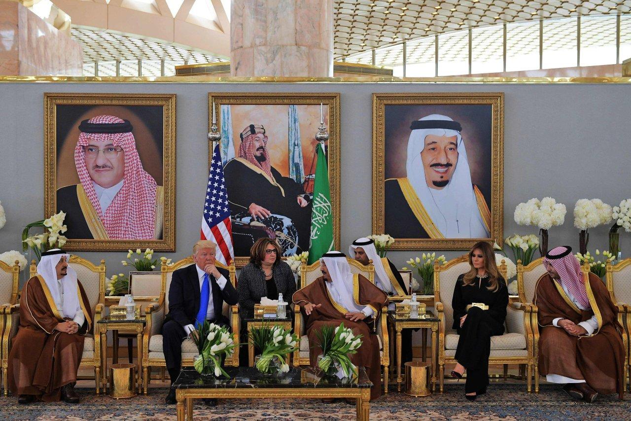 پادشاه عربستان سعودی و ترامپ در ریاض و فرش نائین