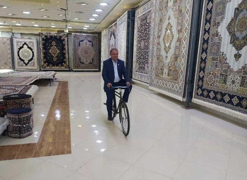 فروشندهای که با یک دوچرخه، صادرکننده برتر آذربایجان غربی شد